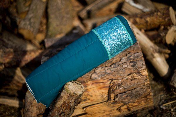 Handgefertigte Bandagierunterlagen in grün mit Pailletten und Zierleiste