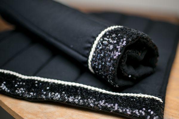 Handgefertigte Bandagierunterlagen schwarz mit schwarzer Paillette