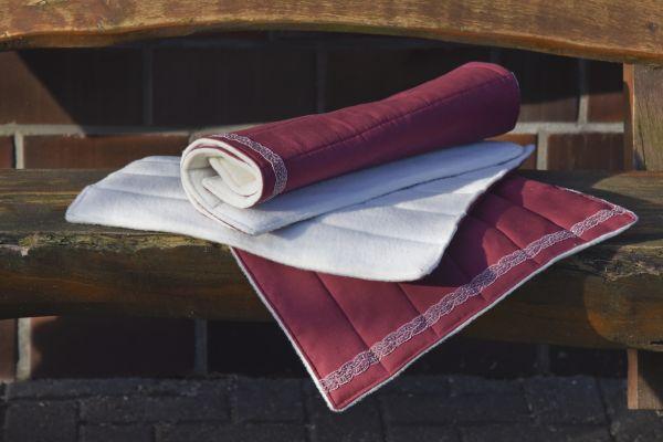 Handgefertigte Bandagierunterlagen rot mit Spitze